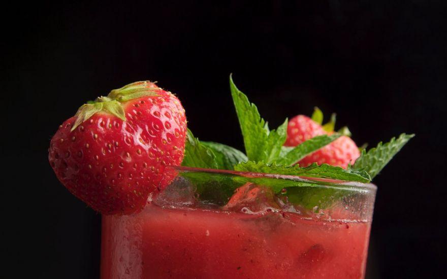 Erstellung von Food und Getränke Bilder für die Gastronomie am Beispiel Cocktails gezeigt.