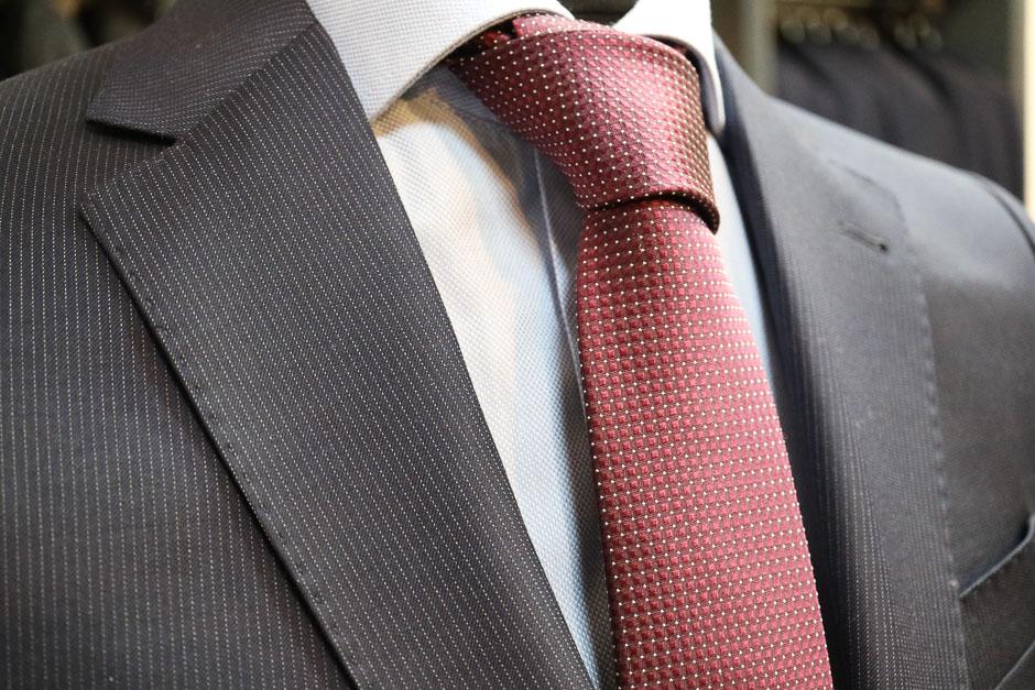 herrenanzug mit Krawatte